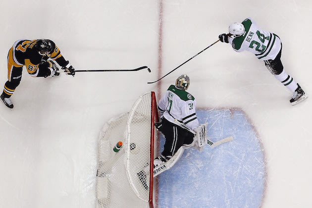 Pittsburgh Penguins' Sidney Crosby (87) banks the puck off the back of Dallas Stars goalie Antti Niemi (31) for a goal during the second period of an NHL hockey game with Jordie Benn (24) defending in Pittsburgh, Thursday, Dec. 1, 2016. The Penguins won 6-2. (AP Photo/Gene Puskar)