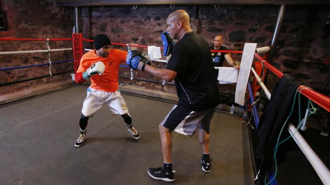Boxing: Amir Khan with trainer Virgil Hunter during training