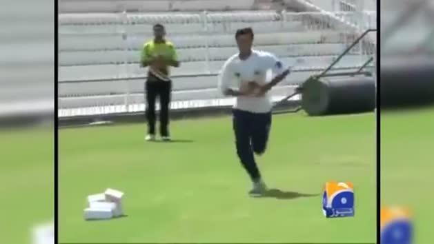 Pakistan's incredible ambidextrous fast bowler
