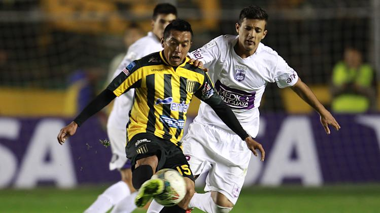 Uruguay's Defensor Sporting's Robert Herrera, right, fights for the ball with Bolivia's The Strongest's Luis Melgar at a Copa Libertadores soccer match in La Paz, Bolivia, Thursday, April 17, 2014.  The Strongest won 2-0
