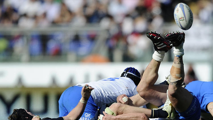 Italy's Martin Castrogiovanni (R) vies with Scotland's  Ross Rennie during their Rugby Union Six Nations match at the Rome's Olympic stadium on March 17, 2012. Italy defeated Scotland 13-6.  AFP PHOTO / FILIPPO MONTEFORTE (Photo credit should read FILIPPO MONTEFORTE/AFP/Getty Images)