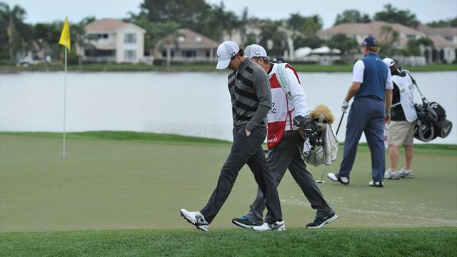 Golf - McIlroy walks off course, 'in bad place mentally'