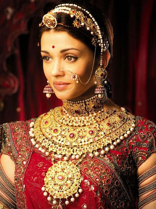 Images via : iDiva.comWow! We wonder how Aishwarya Rai managed to wear all that gold! If you want to look like a Rajput princess on your big day take inspiration from Jodhaa Akbar.Related Articles - S
