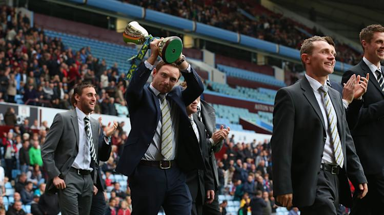 BIRMINGHAM, ENGLAND - SEPTEMBER 30:  Ian Bell shows off the LV County Championship trophy as players from Warwickshire CC do a lap of honour during the Barclays Premier League match between Aston Villa and West Bromwich Albion at Villa Park on September 30, 2012 in Birmingham, England.  (Photo by Alex Livesey/Getty Images)