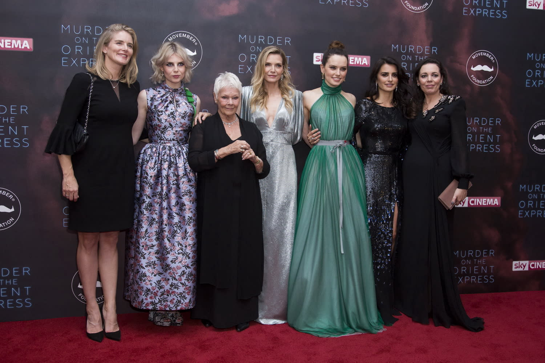 <p>群芳爭豔:女爵茱蒂丹契自然令人望而生畏,但穿上一襲Vivienne Westwood翠綠禮服的黛西蕾德莉更是奪盡鎂光燈焦點。 </p>