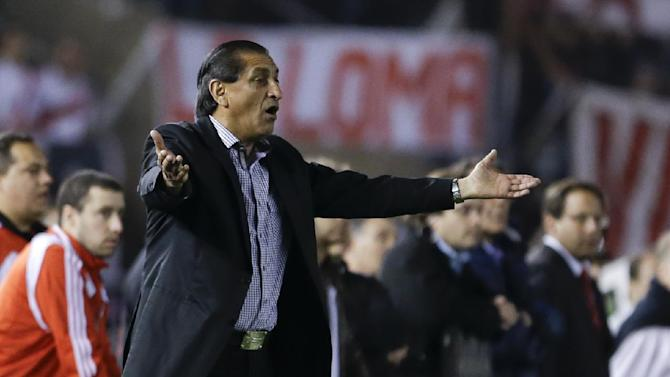 River Plate's coach Ramon Diaz shouts instructions during an Argentina's league soccer match against Boca Juniors in Buenos Aires, Argentina, Sunday, Oct. 6, 2013