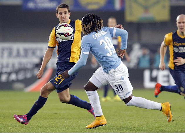 Hellas Verona's Juanito, left, is challenged by Lazio's Luis Cavanda during a Serie A soccer match at Bentegodi stadium in Verona, Italy, Thursday, Oct. 30, 2014