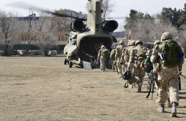 The last Canadians involved in NATO training mission in Afghanistan board a helicopter in Kabul. (Reuters)