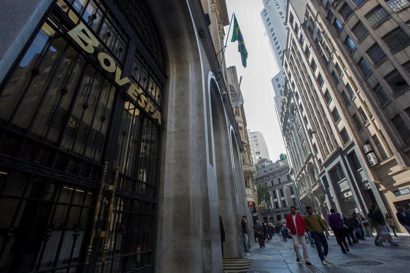 Las bolsas latinoamericanas y Wall Street terminan la semana con cierres mixtos