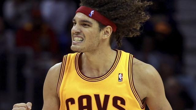 Basketball - Cavaliers' Varejao to miss rest of season with blood clot