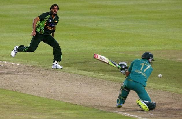 Pakistan's Shahid Afridi looks on as South Africa's AB de Villiers is dismissed during their second Twenty20 cricket match in Cape Town