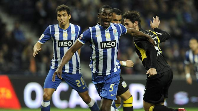 FC Porto's Jackson Martinez, from Colombia, is tackled in the penalty box by Arouca's Nuno Coelho, right, in a Portuguese League soccer match at the Dragao stadium, in Porto, Portugal, Sunday, March 9, 2014. Ricardo Quaresma failed to score from this penalty