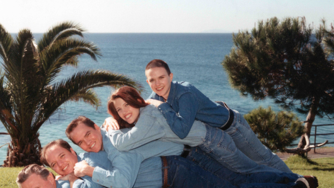 The Art of Awkward Family Photos