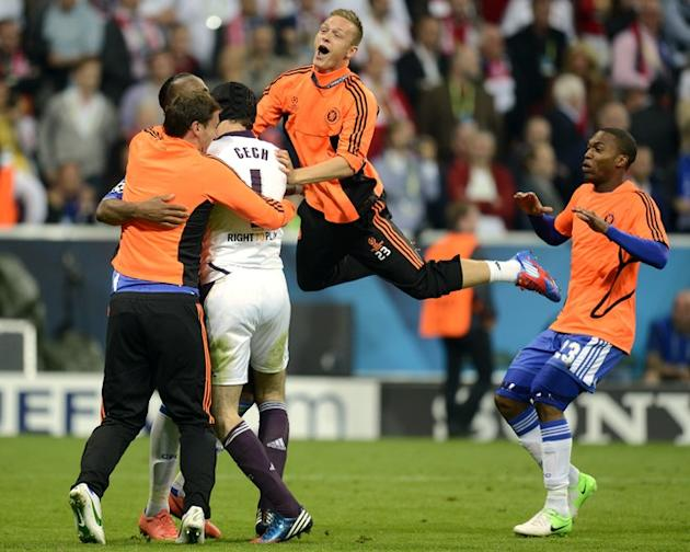 Chelsea's Czech Goalkeeper Petr Cech (2dL) Is AFP/Getty Images