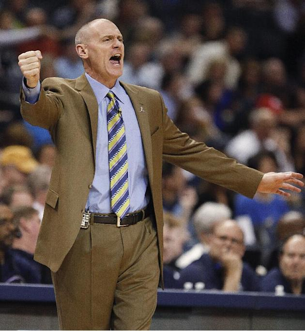 Dallas Maverickscoach Rick Carlisle calls a play against the Memphis Grizzlies in the first half of an NBA basketball game Wednesday, April 16, 2014, in Memphis, Tenn