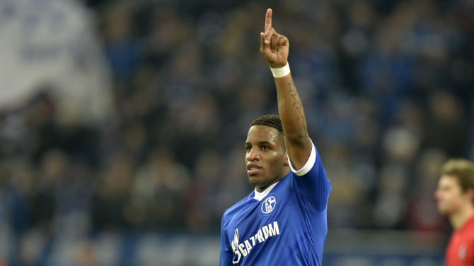 Schalke's Jefferson Farfan celebrates after scoring a penalty during the German Bundesliga soccer match between FC Schalke 04 and SC Freiburg in Gelsenkirchen, Germany, Sunday, Dec. 15, 2013