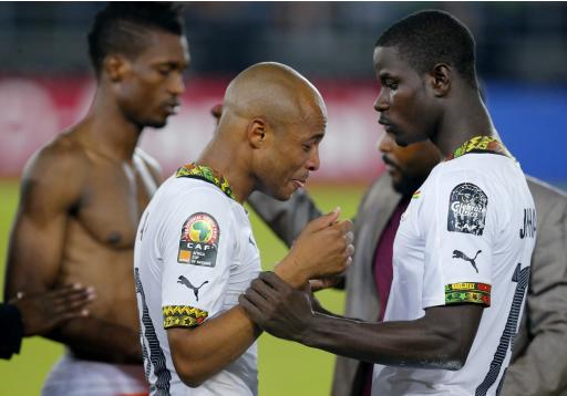 Ghana's Ayew is comforted by team mate Mensah after the team's defeat to Ivory Coast at the final of the 2015 African Cup of Nations soccer tournament in Bata