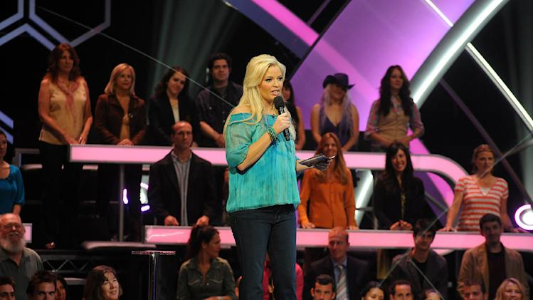 "Melissa Peterman hosts ""The Singing Bee."""
