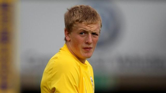 League Two - Pickford extends Sunderland stay