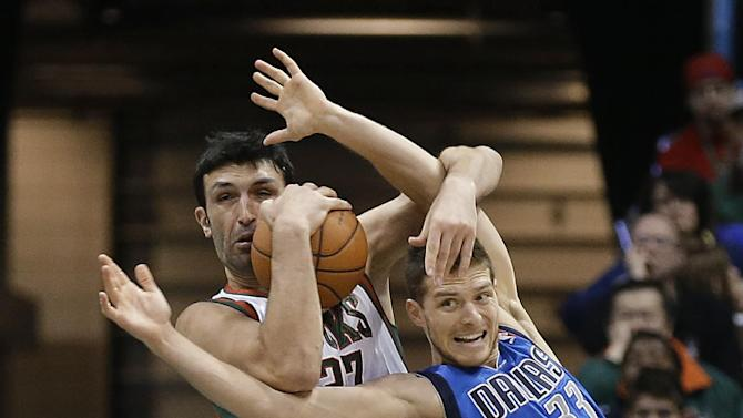 Milwaukee Bucks' Zaza Pachulia, left, wrestles a rebound away from Dallas Mavericks' Gal Mekel during the second half of an NBA basketball game Saturday, Nov. 9, 2013, in Milwaukee