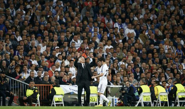 Real Madrid's coach Ancelotti reacts in front of Isco during their Champions League semi-final first leg soccer match against Bayern Munich at Santiago Bernabeu stadium in Madrid