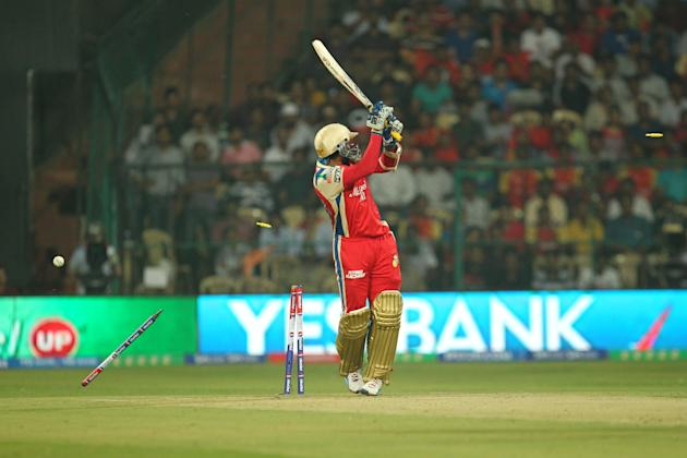 Tillakratne Dilshan [Royal Challengers Bangalore]: 5 matches, 76 runs at strike rate of 81.72. The fact that Dilshan only played five matches for Bangalore is an indication of the lack of confidence t