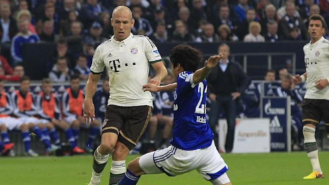 Bayern's Arjen Robben of the Netherlands, left, and Schalke's Atsuto Uchida of Japan challenge for the ball during the German first division Bundesliga soccer match between Schalke 04 and Bayern Munich in Gelsenkirchen, Germany, Saturday, Sept. 21, 2013