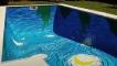 梵谷的名畫 竟然在泳池裡出現了