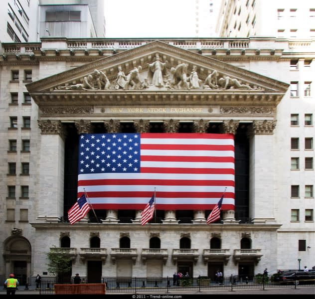 Wall Street torna ad imbarcare acqua, mazzate al Nasdaq