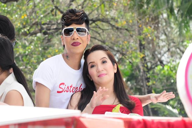 """Vice Ganda and Kris Aquino are seen at the float of the MMFF 2012 entry, """"Sisterekas"""" during the 2012 Metro Manila Film Festival Parade of Stars on 23 December 2012.(Angela Galia/NPPA Images)"""
