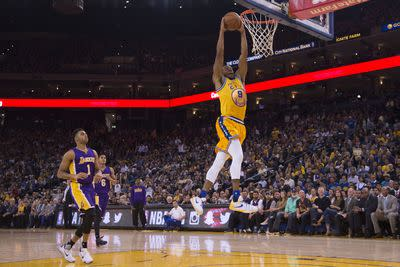 NBA scores 2015: 16-0 Warriors make Lakers look foolish while setting NBA record