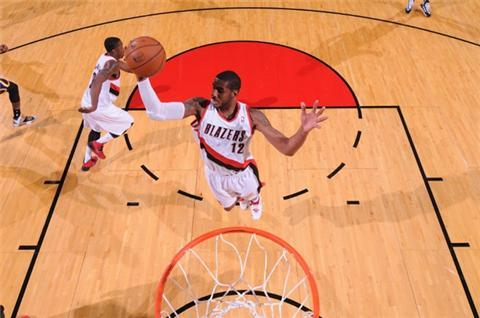 Blazers outpace Indiana in NBA titans clash