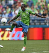 Eddie Johnson #7 de Seattle Sounders FC controla el balón ante los Vancouver Whitecaps en CenturyLink Field en Seattle, Washington. Los Sounders vencieron a los Whitecaps 2-0. (AFP/GETTY IMAGES | otto greule jr)
