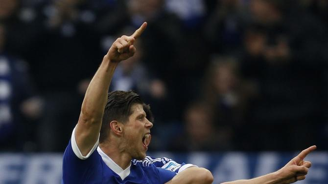 Schalke 04's Huntelaar celebrates a goal against Eintracht Braunschweig during their German first division Bundesliga soccer match in Gelsenkirchen