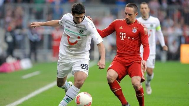 Bundesliga - Hanover's Stindl undergoes ligament surgery