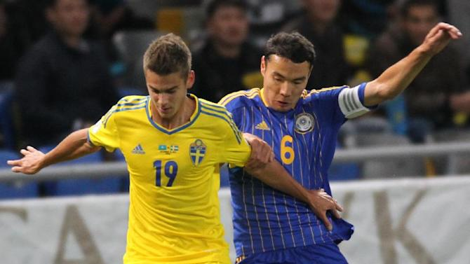 Kazakhstan's Kairat Nurdauletov, right, and Sweden's Alexander Kacaniklic fight for the ball during their World Cup group C qualifying soccer match in Astana, Kazakhstan, Tuesday, Sept. 10, 2013. (AP Photo)