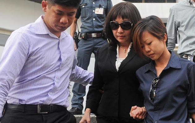 Star witness, Pang Chor Mui (or Angie), making her way out of subordinate courts after her first day of taking the stand as witness. (Yahoo! Photo)