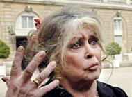French former actress Brigitte Bardot talks to reporters after leaving the Elysee Palace in Paris on September 27, 2007. French President Francois Hollande will not intervene in the case of two ailing zoo elephants whose death sentence led Bardot to threaten to go into exile in Russia, according to his office