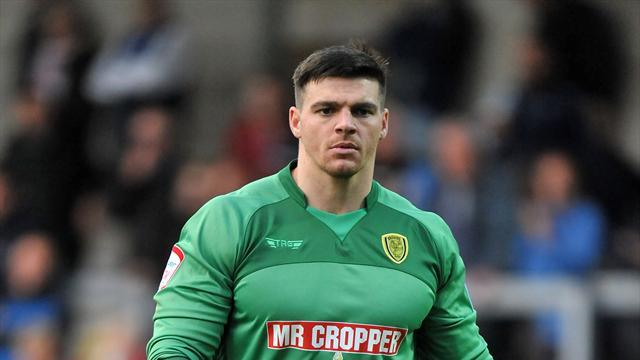 Football - Tomlinson extends Brewers stay