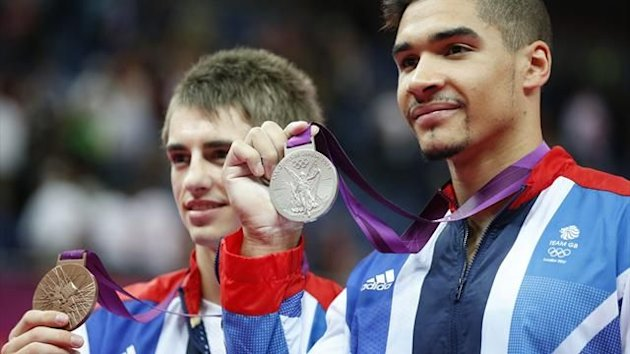 Great Britain's gymnasts Louis Smith (R) and Max Whitlock (L) pose with thier medals on the podium of the men's pommel horse final of the artistic gymnastics event of the London Olympic Games on August 5, 2012 (AFP)
