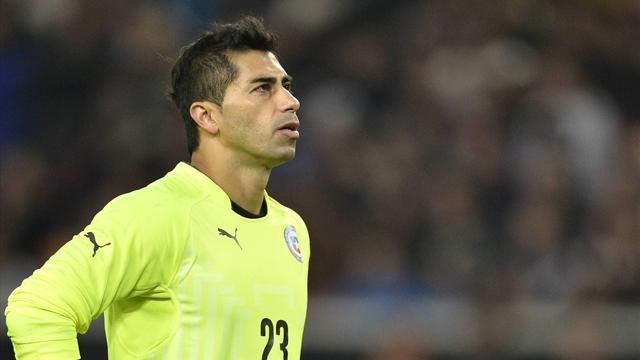 World Cup - Chile keeper cleared for Brazil after dodging jail