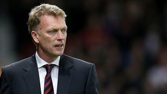 Football - Moyes praises United fans after Villa win