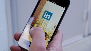 LinkedIn Goes Native With Android, iPhone Apps image linkedin mobile