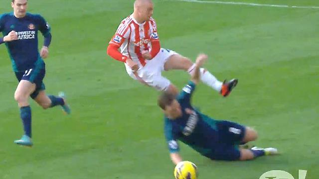 Premier League - Stoke and Sunderland show spirit of football hard men