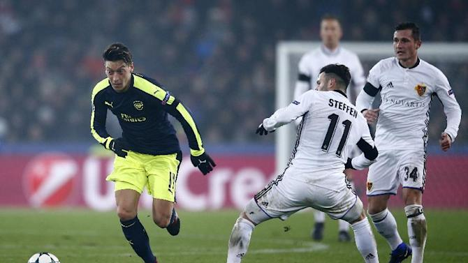 Arsenal's Mesut Ozil in action with FC Basel's Renato Steffen