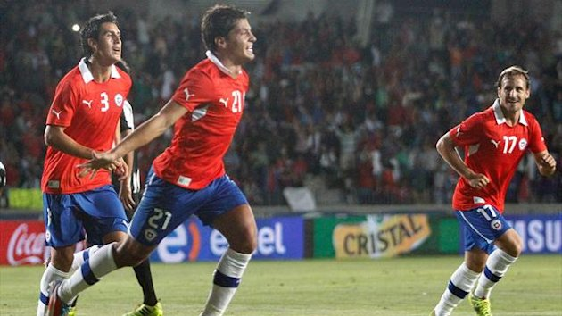 Chile's Miko Albornoz (C) celebrates after scoring against Costa Rica during their friendly football match in Coquimbo, Chile, on January 22, 2014 (Getty)
