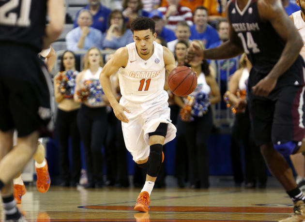 Florida holds on despite late woes, beats Texas A&M 66-62