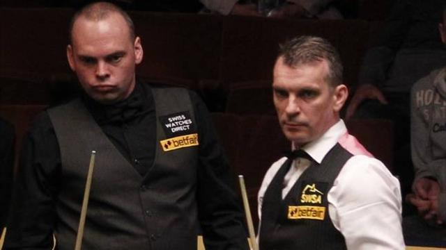 Snooker - Bingham holds nerve to beat Davis