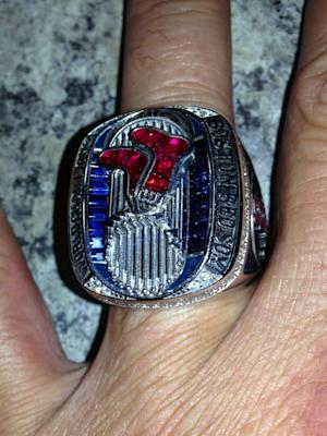 Lost Red Sox title ring returned by Yankees fan