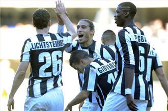 Juventus stay top in Italy